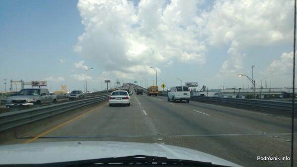 USA - okolice Nowego Orleanu - podjazd przy jednym z większych kanałów - czerwiec 2013