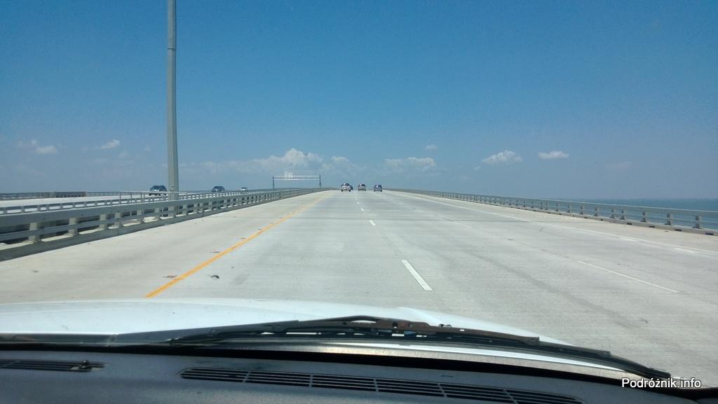 USA - okolice Nowego Orleanu - autostrada I10 na palach między Nowym Orleanem i Slidell - czerwiec 2013