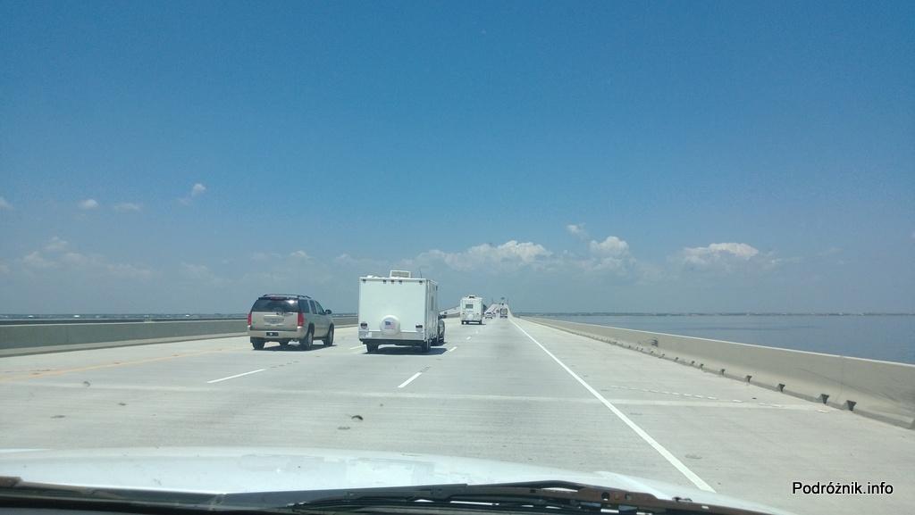 USA - okolice Nowego Orleanu - autostrada I10 na palach między Nowym Orleanem a Slidell - czerwiec 2013