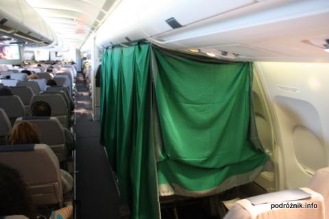 Alitalia - A330 - rękodzieło - prowizorka zrobiona z koców