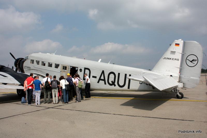 Junkers Ju52/3m - D-AQUI - D-CDLH - pasażerowie słuchają historii samolotu