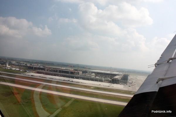 Junkers Ju52/3m - D-AQUI - D-CDLH - budowa Berlin Brandenburg Airport w tle
