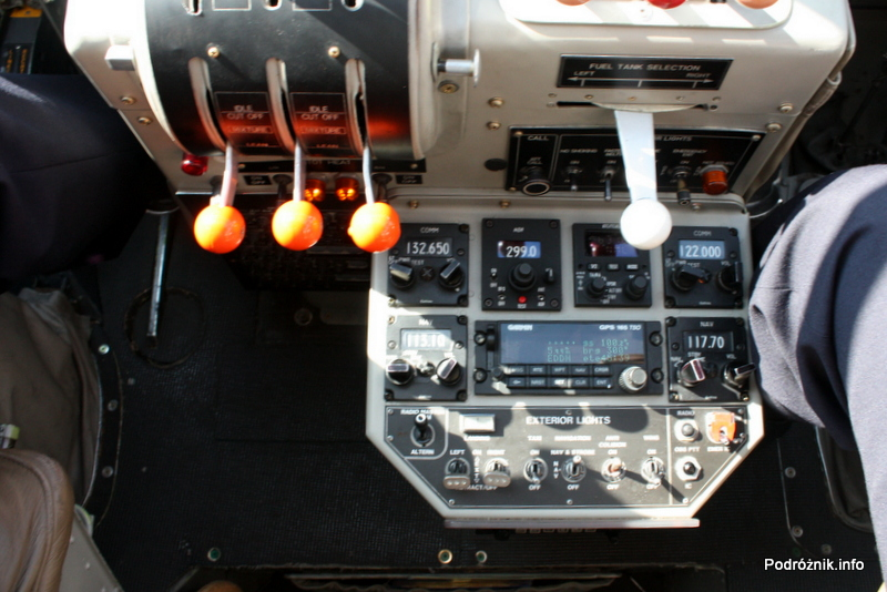 Junkers Ju52/3m - D-AQUI - D-CDLH - kokpit - między siedzeniami
