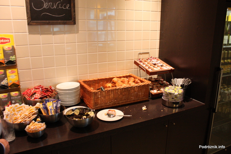 Belgia - Bruksela - Lotnisko Zaventem - brussels airlines lounge - marzec 2012 - część śniadaniowa