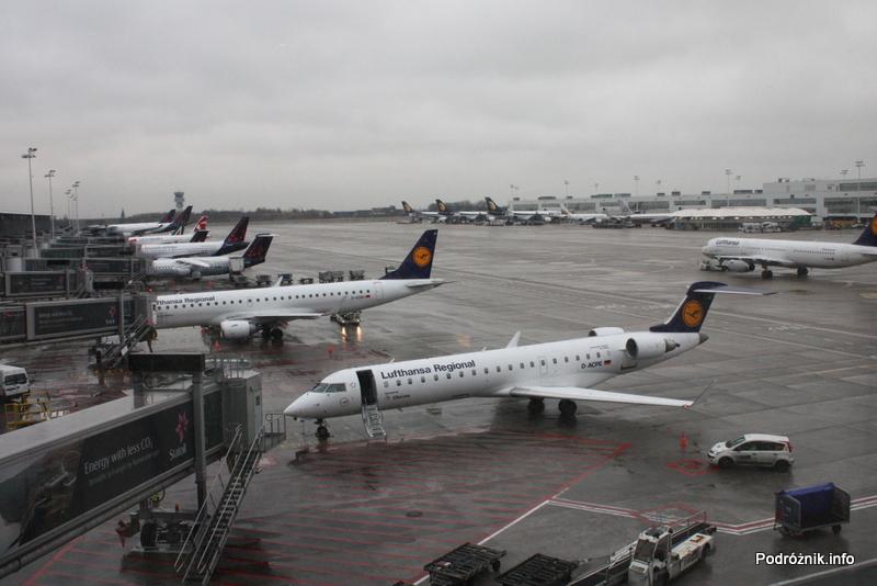 Belgia - Bruksela - Lotnisko Zaventem - brussels airlines lounge - marzec 2012 - widok z okna
