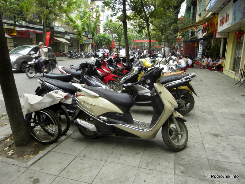 Wietnam - Hanoi - kwiecień 2012 - typowy wietnamski środek transportu w mieście