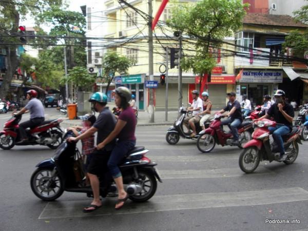 Wietnam - Hanoi - kwiecień 2012 - typowy ruch uliczny