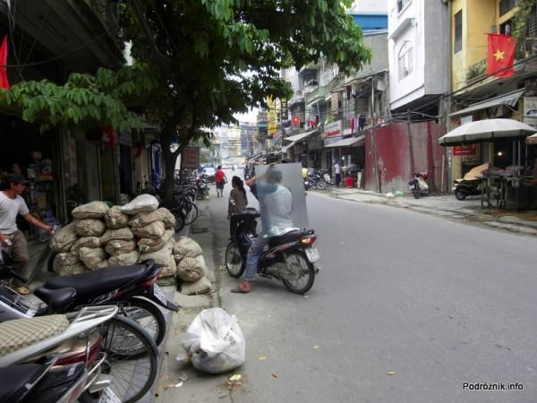 Wietnam - Hanoi - kwiecień 2012 - szklarz