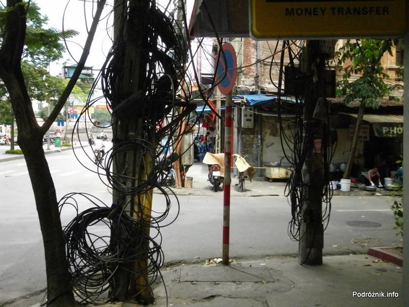 Wietnam - Hanoi - kwiecień 2012 - wiszące kable