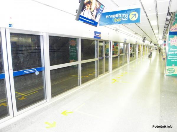 Tajlandia - Bangkok - maj 2012 - peron metra