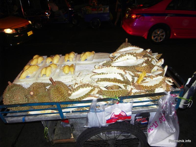 Tajlandia - Bangkok nocą - maj 2012 - durian