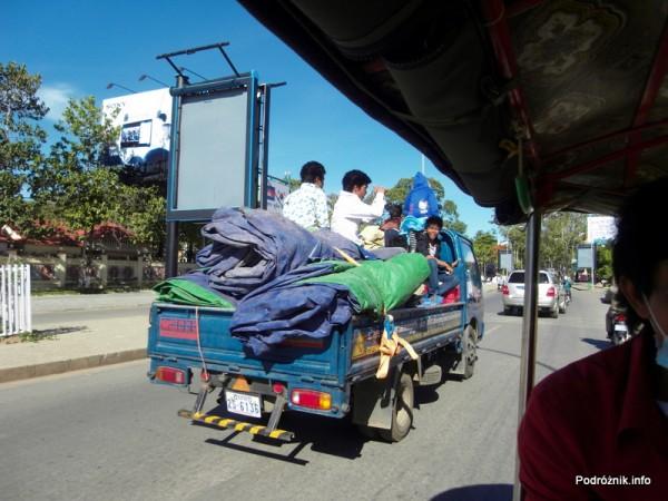Kambodża - maj 2012 - widok z tuk-tuk w Siem Reap