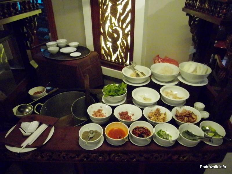 Kambodża - Siem Reap - maj 2012 - Borei Angkor Resort & Spa - składniki zupy pho