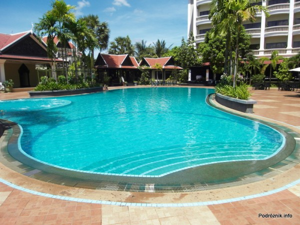Kambodża - Siem Reap - maj 2012 - Borei Angkor Resort & Spa - basen