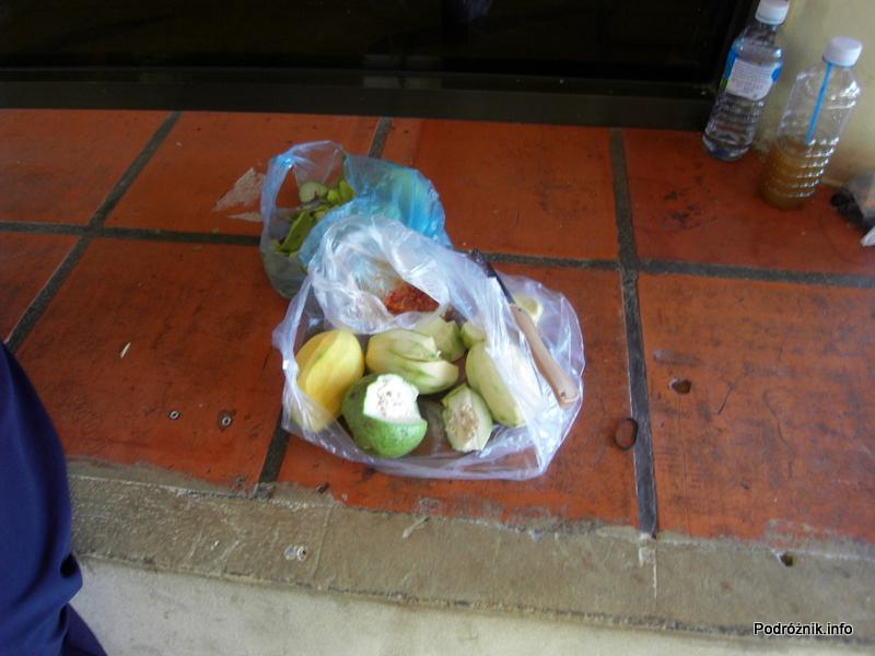 Kambodża - Siem Reap - maj 2012 - mango i gujawa (guava)