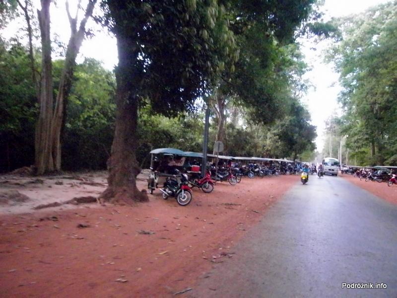 Kambodża - Siem Reap - maj 2012 - parking tuk-tuk
