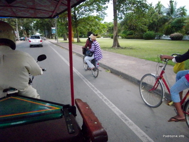 Kambodża - Siem Reap - maj 2012 - lady na rowerze