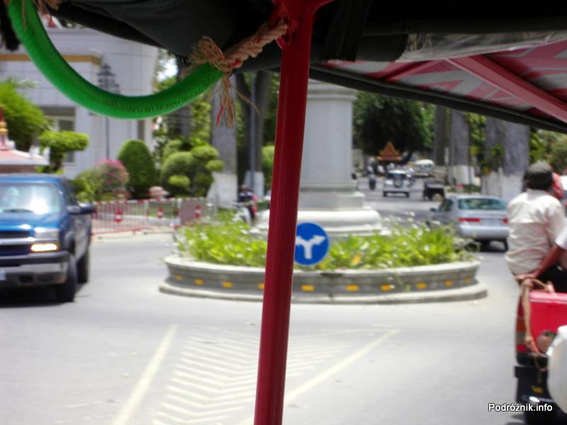Kambodża - Siem Reap - maj 2012 - nietypowe rondo