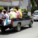 Kambodża - Siem Reap - maj 2012 - wiele osób na pace ciężarówki