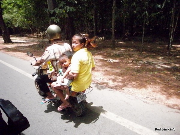 Kambodża - Siem Reap - maj 2012 - pięć osób na motorze