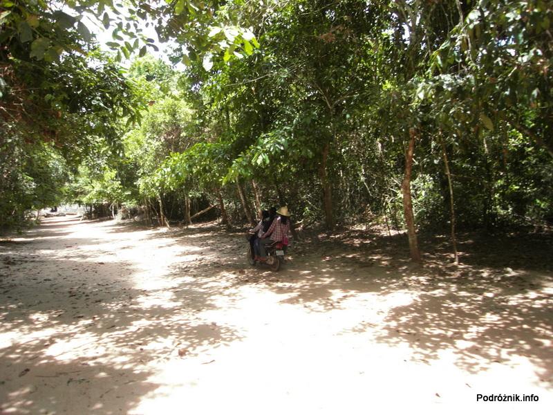 Kambodża - Siem Reap - maj 2012 - Angkor - motorek
