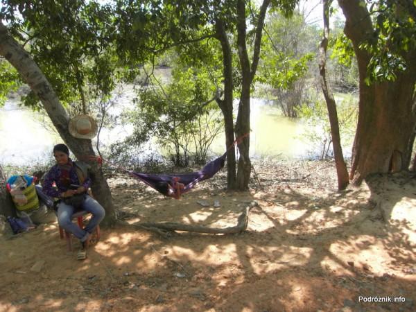 Kambodża - Siem Reap - maj 2012 - Angkor - dziecko w hamaku