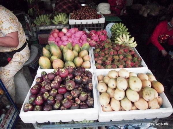 Kambodża - Siem Reap - maj 2012 - owoce egzotyczne