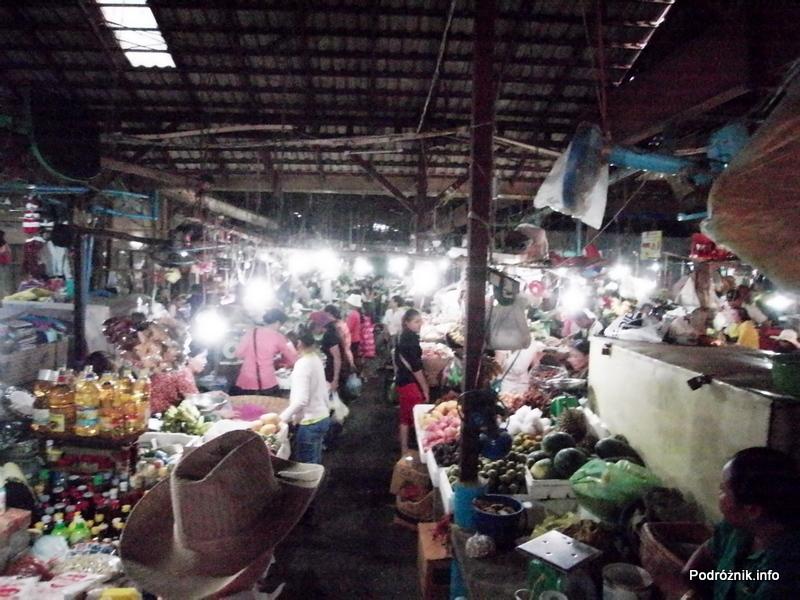 Kambodża - Siem Reap - maj 2012 - bazar późnym wieczorem
