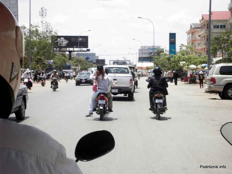Kambodża - Siem Reap - maj 2012 - ruch uliczny