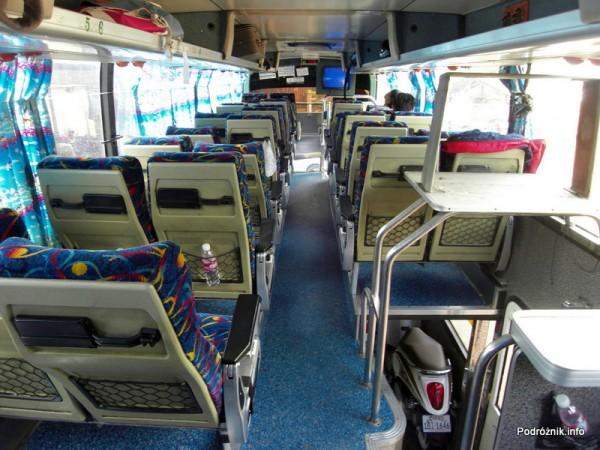 Kambodża - maj 2012 - wnętrze autokaru z Siem Reap do Phnom Penh