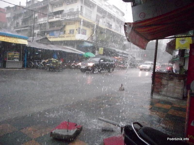 Kambodża - Phnom Penh - maj 2012 - tropikalna ulewa