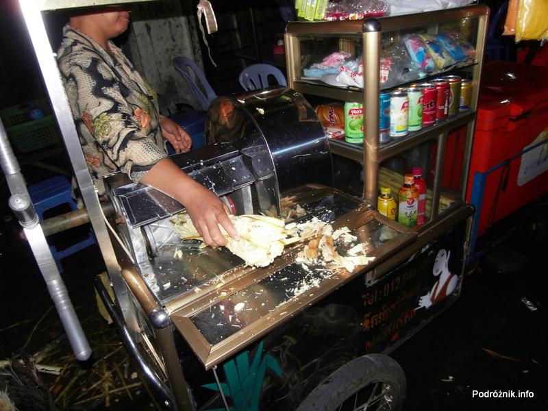 Kambodża - Phnom Penh - maj 2012 - maszyna do wyciskania soku z trzciny cukrowej