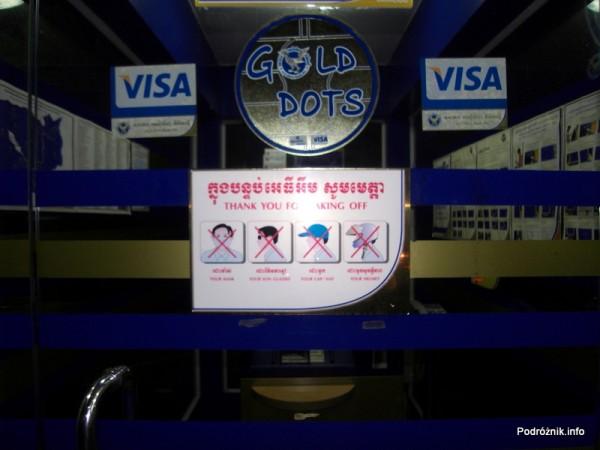 Kambodża - Phnom Penh - maj 2012 - przed bankomatem