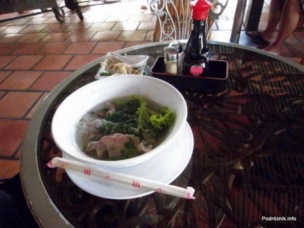 Wietnam - maj 2012 - zupa pho