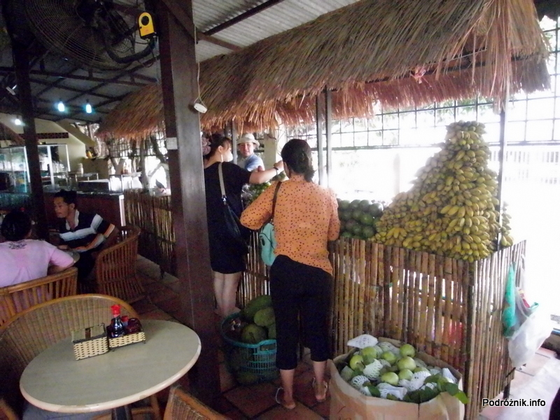 Wietnam - maj 2012 - restauracja między granicą a Ho Chi Minh