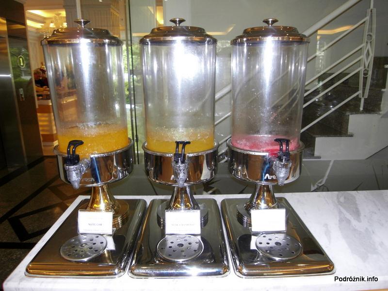 Wietnam - Ho Chi Minh (Sajgon) - maj 2012 - Silverland Hotel & Spa -śniadanie - świeże soki (marakuja, pomarańcza, arbuz)