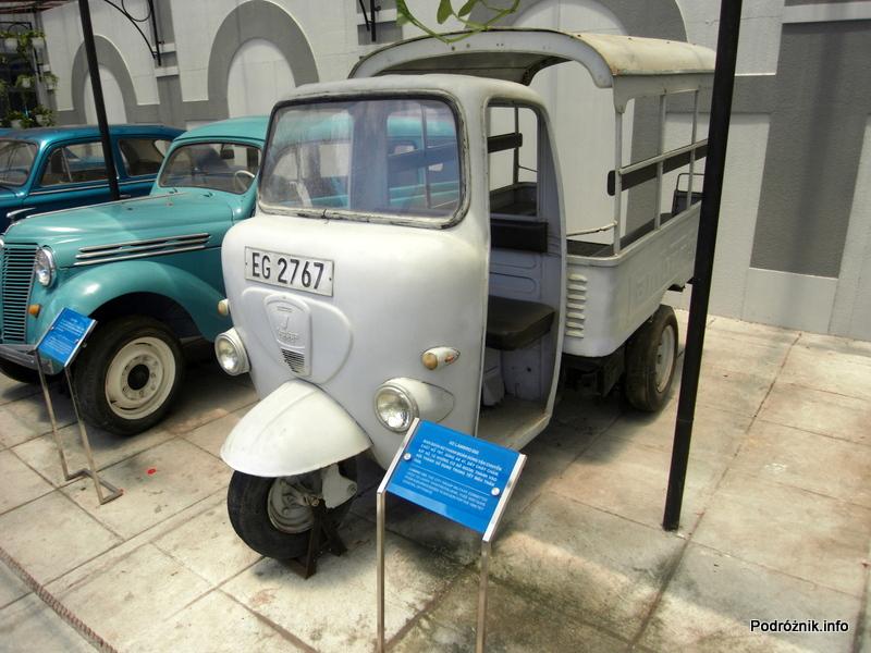 Wietnam - Ho Chi Minh (Sajgon) - maj 2012 - Muzeum Miasta Ho Chi Minh - zabytkowy trójkołowiec