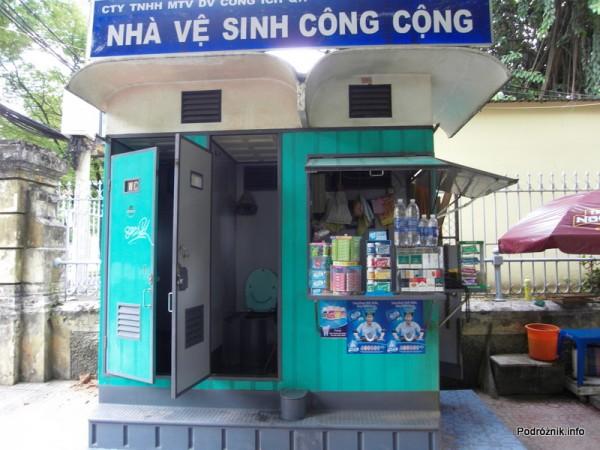 Wietnam - Ho Chi Minh (Sajgon) - maj 2012 - toaleta i kiosk w jednym