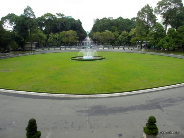 Wietnam - Ho Chi Minh (Sajgon) - maj 2012 - Pałac Zjednoczenia - fontanna przed pałacem