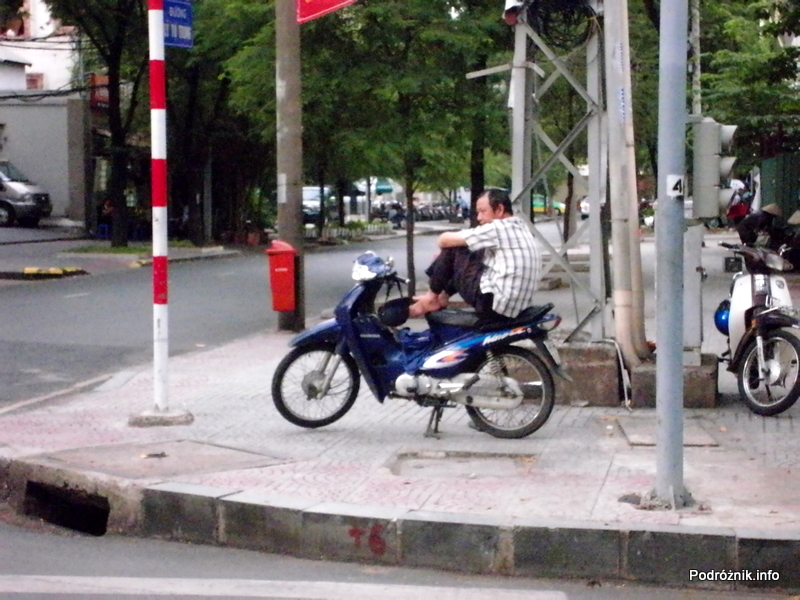 Wietnam - Ho Chi Minh (Sajgon) - maj 2012 - odpoczynek na motorku