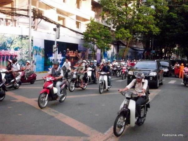 Wietnam - Ho Chi Minh (Sajgon) - maj 2012 - ruch uliczny
