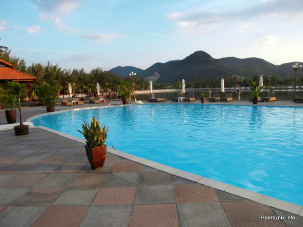 Wietnam - Nha Trang - maj 2012 - Diamond Bay Resort & Spa - basen