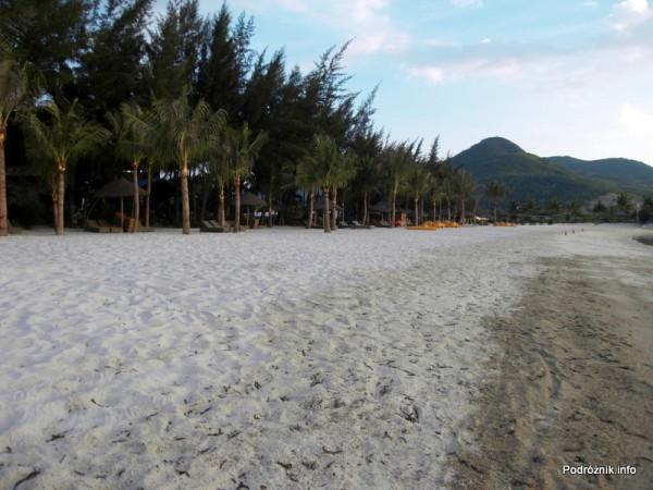 Wietnam - Nha Trang - maj 2012 - Diamond Bay Resort & Spa - mniejsza plaża hotelowa