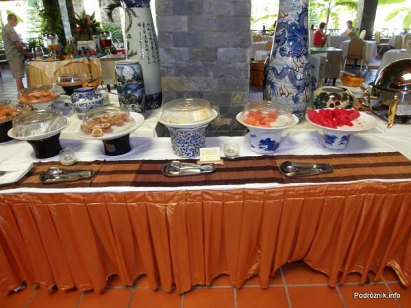 Wietnam - Nha Trang - maj 2012 - Diamond Bay Resort & Spa - śniadanie - owoce