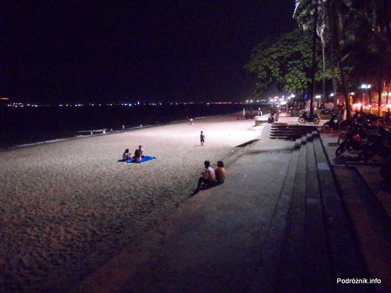 Wietnam - Nha Trang - maj 2012 - plaża miejska nocą