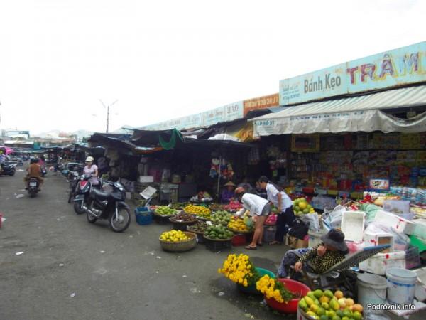 Wietnam - Nha Trang - maj 2012 - bazar