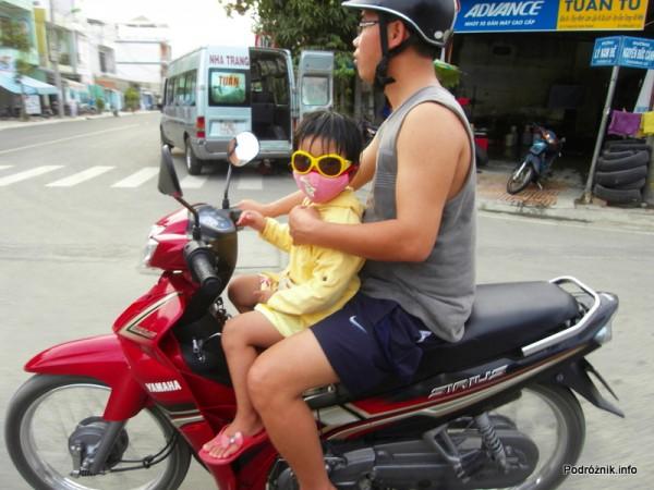 Wietnam - Nha Trang - maj 2012 - dziecko na motorku