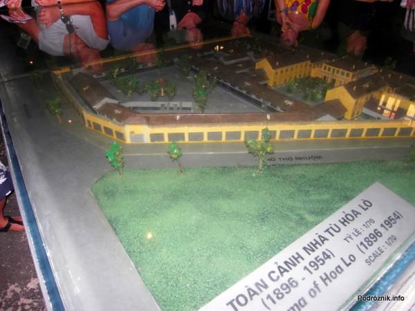 Wietnam - Hanoi - maj 2012 - makieta więzienia