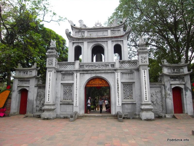 Wietnam - Hanoi - maj 2012 - Świątynia Literatury - wejście