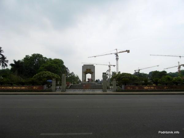 Wietnam - Hanoi - maj 2012 - monument pamięci zaginionych żołnierzy